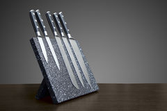 Fem av uppsättningen för kniv för damascus stål royaltyfria bilder