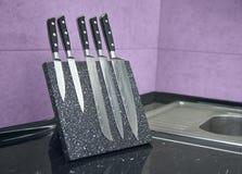 Fem av uppsättningen för kniv för damascus stål arkivfoton