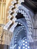 Fem bågar i en moské royaltyfri bild