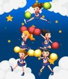 Fem cheerdancers som dansar med deras pompoms Royaltyfri Fotografi