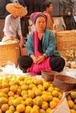 Fem-dag marknad, Inle sjö Royaltyfria Foton