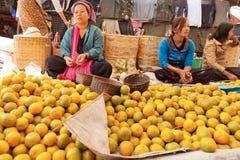 Fem-dag marknad, Inle sjö Royaltyfri Fotografi