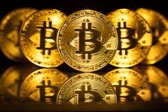 Fem faktiska mynt Bitcoins Arkivbild
