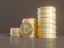 Fem faktiska mynt Bitcoins på bräde för utskrivaven strömkrets illustration 3d Arkivbild