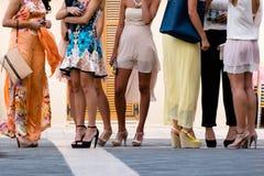 Fem flickor med trevliga ben Royaltyfri Fotografi