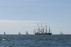 Fem högväxt ships och horisont Royaltyfria Foton