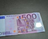 Fem hundratals 500 eurosedlar Arkivbilder