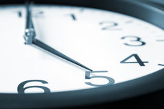 fem klockan Arkivbild