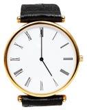 Fem klockan på den isolerade visartavlan av armbandsuret Royaltyfria Bilder