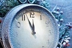 fem minuter till tolv Snöig julklockor Arkivbilder