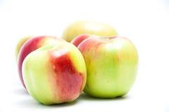 Fem nya äpplen Arkivfoton