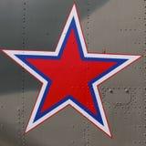 Fem-pekad stjärna som emblem av den moderna ryska armén ombord en militär helikopter arkivbilder