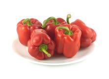 Fem röda spanska peppar som tätt isoleras upp Royaltyfri Fotografi