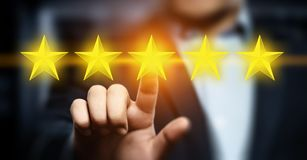 5 fem stjärnor som klassar begreppet för marknadsföring för internet för tjänste- affär för kvalitets- granskning det bästa royaltyfria foton