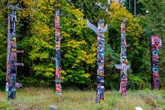 Fem totempålar Arkivfoton