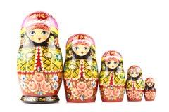 Fem trämatryoshkadockor målade i prydnader för traditionell stil för ryss Royaltyfri Foto