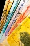 Fem ugandiska monetära sedlar royaltyfri foto