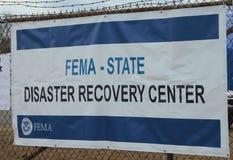 FEMA öppnar katastrofåterställningsmitten i skövlat område i den sandiga efterdyningen av orkanen Arkivfoto