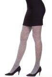 Femal-Beine in den schwarzen Fersen Lizenzfreie Stockfotos