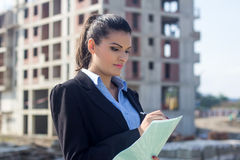Female architect at a construction site Royalty Free Stock Images