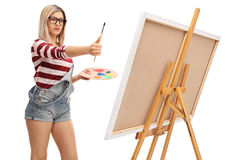 Female artist measuring proportions Royalty Free Stock Photos