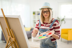 Female artist mixing colors on a palette Royalty Free Stock Photography