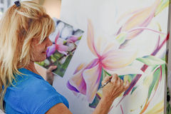 Female artist painting Royalty Free Stock Photos