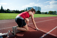 Female athlete in the starting blocks Royalty Free Stock Images