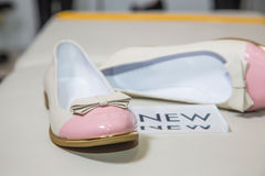 Female ballet flats are on the shelf, the new collection Royalty Free Stock Photography