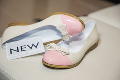 Female ballet flats are on the shelf, the new collection Royalty Free Stock Photos