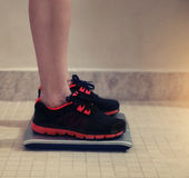 Female bare feet with weight scale Royalty Free Stock Photos