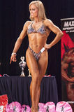Female bodyfitness contestant shows het best front pose Stock Photography
