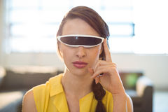 Female business executive using virtual reality video glasses Royalty Free Stock Photos