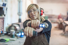 Female carpenter using power drill Royalty Free Stock Photos