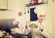 Female chef preparing fresh salad Royalty Free Stock Photography