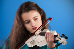 Female child playing the violin Royalty Free Stock Image