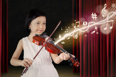 Female child playing violin on stage Royalty Free Stock Photos