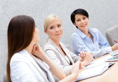 Female colleagues discuss business plan Royalty Free Stock Photography