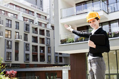 Female construction engineer show building Royalty Free Stock Photography