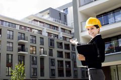 Female construction engineer show building Royalty Free Stock Photos