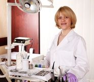 Female dentist with equipment Royalty Free Stock Photography