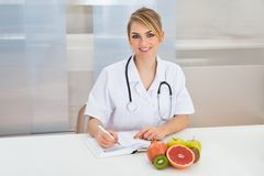 Female dietician in clinic Royalty Free Stock Photo