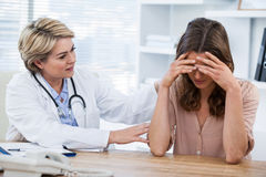 Female doctor consoling a patient Royalty Free Stock Images