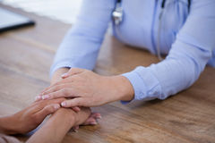 Female doctor consoling patient Royalty Free Stock Photos