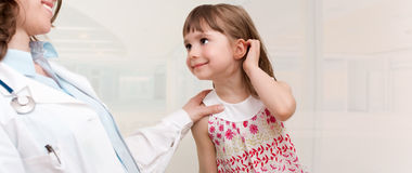 Female doctor examining little girl.Room f Stock Photography