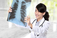 Female doctor examining an x-ray Royalty Free Stock Image