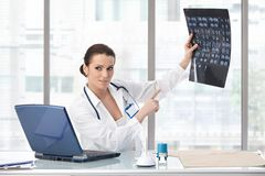 Female doctor explaining medical scan Royalty Free Stock Image