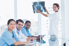 Female doctor explaining xray to her team Royalty Free Stock Photography