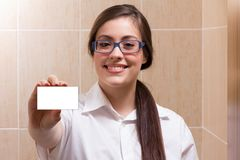 A female doctor holding an empty card Royalty Free Stock Image