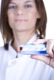 Female doctor holding a pill Royalty Free Stock Photos